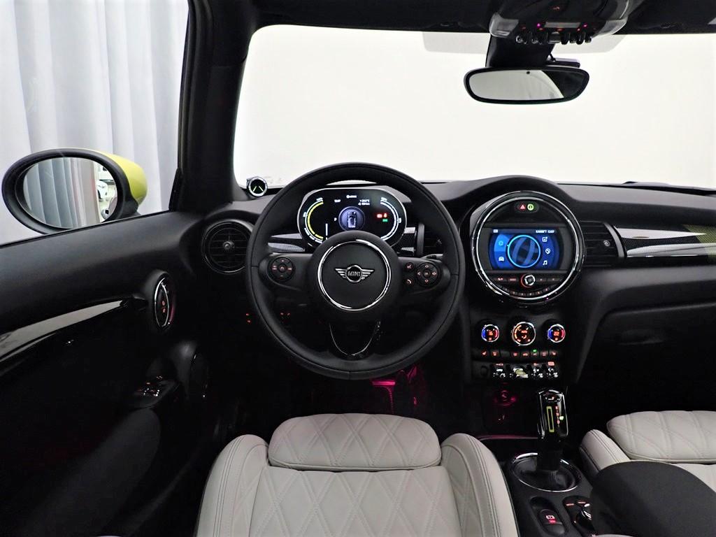 BMW בבעלות קודמת מאושרת, מכוניות יד-שנייה ב Israel   BMW Israel   MINI  Cooper SE Launch שחור כן